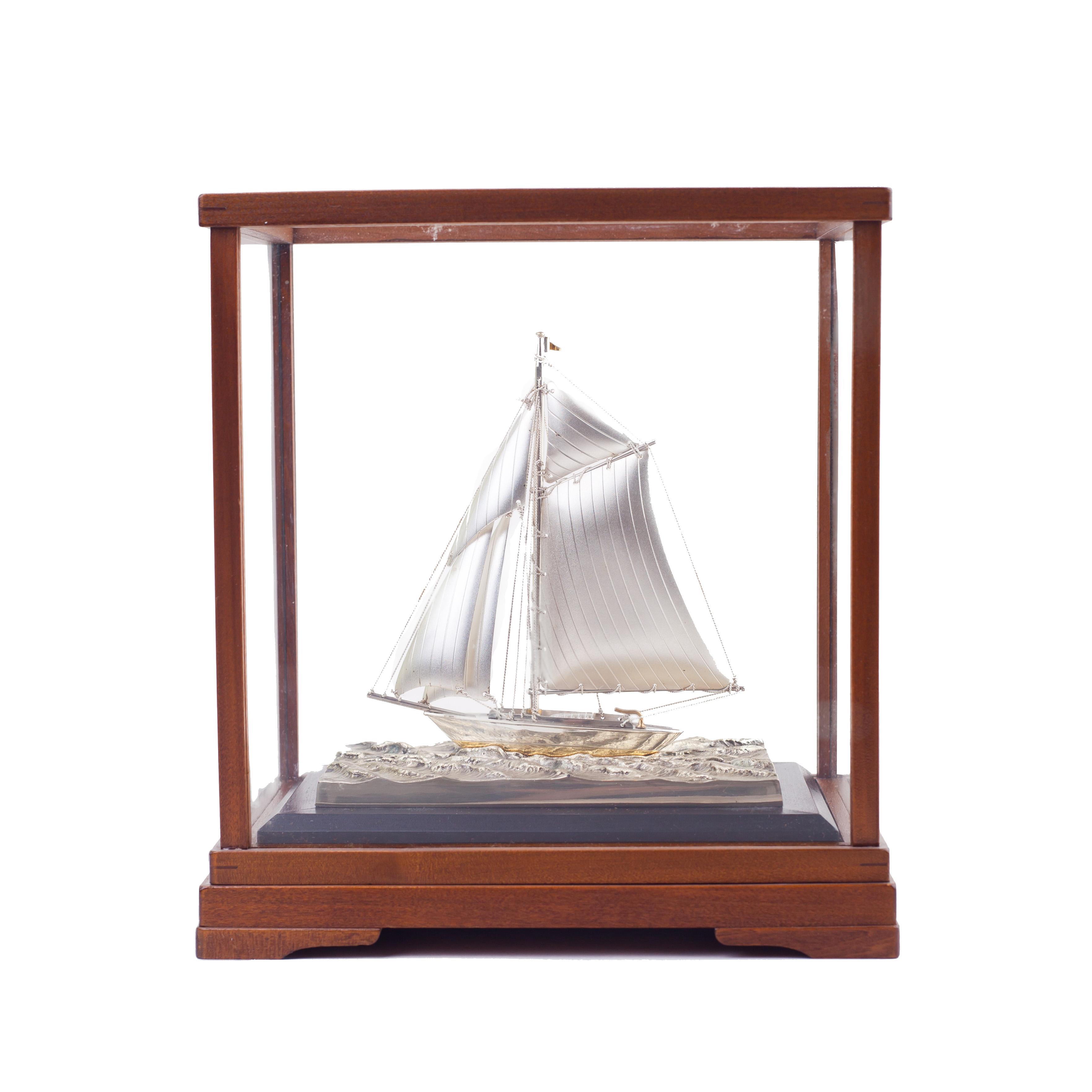 Модель яхты. Серебро.